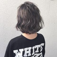 ストリート グレー 暗髪 ハイトーン ヘアスタイルや髪型の写真・画像