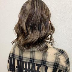 ミルクティー グレージュ ガーリー ブリーチ ヘアスタイルや髪型の写真・画像