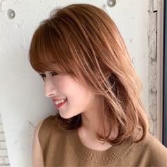ミディアム シースルーバング 前髪あり レイヤー ヘアスタイルや髪型の写真・画像