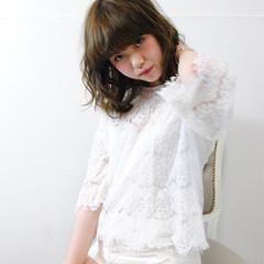 ミディアム 暗髪 大人かわいい グラデーションカラー ヘアスタイルや髪型の写真・画像