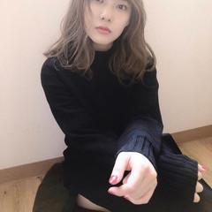 外国人風フェミニン ナチュラル ナチュラルベージュ シアーベージュ ヘアスタイルや髪型の写真・画像