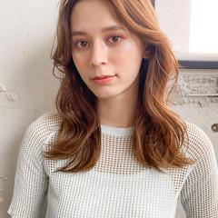 ミルクティーベージュ ナチュラル パーマ ミディアム ヘアスタイルや髪型の写真・画像