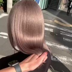 ハイトーン ミルクティーベージュ ダブルカラー セミロング ヘアスタイルや髪型の写真・画像