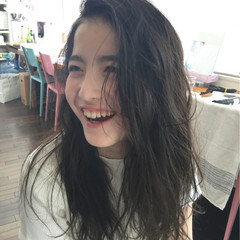 ピュア 暗髪 セミロング パーマ ヘアスタイルや髪型の写真・画像