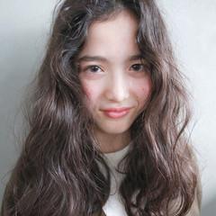 暗髪 ナチュラル セミロング パーマ ヘアスタイルや髪型の写真・画像