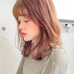 セミロング フェミニン レイヤーカット ゆるふわパーマ ヘアスタイルや髪型の写真・画像