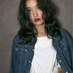 ロング ウェットヘア 外国人風 黒髪 ヘアスタイルや髪型の写真・画像