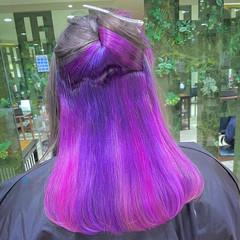 派手髪 インナーカラーパープル インナーカラー セミロング ヘアスタイルや髪型の写真・画像
