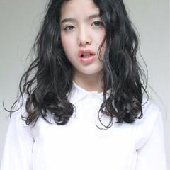 ロング 外国人風 ウェーブ ガーリー ヘアスタイルや髪型の写真・画像
