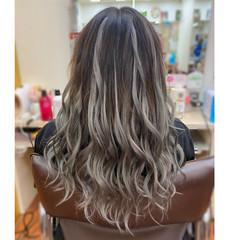 ロング バレイヤージュ インナーカラー エレガント ヘアスタイルや髪型の写真・画像
