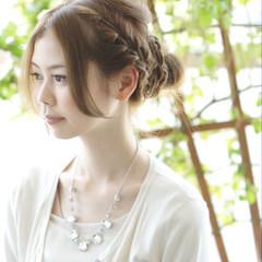 夏 お団子 ヘアアレンジ ルーズ ヘアスタイルや髪型の写真・画像