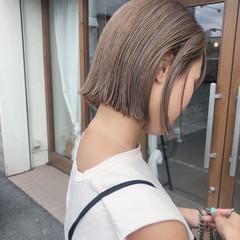 ミニボブ ミルクティーベージュ 切りっぱなしボブ 大人かわいい ヘアスタイルや髪型の写真・画像