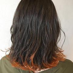 ストリート インナーカラーオレンジ ミディアム 裾カラーオレンジ ヘアスタイルや髪型の写真・画像