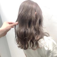 コンサバ ミルクティーグレージュ 透け感 ベージュ ヘアスタイルや髪型の写真・画像
