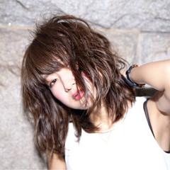 アッシュ くせ毛風 モード 暗髪 ヘアスタイルや髪型の写真・画像