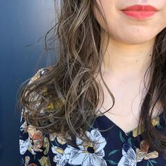 グレージュ ナチュラル ロング イルミナカラー ヘアスタイルや髪型の写真・画像