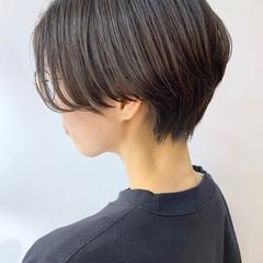 暗髪 ハンサムショート 前髪なし ナチュラル ヘアスタイルや髪型の写真・画像