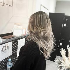 グレージュ 外国人風カラー レイヤーカット ストリート ヘアスタイルや髪型の写真・画像