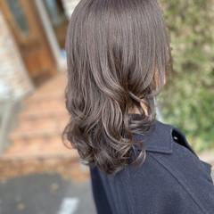 グレージュ ブルージュ セミロング ナチュラル ヘアスタイルや髪型の写真・画像