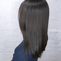 オフィス グレージュ アッシュグレージュ デート ヘアスタイルや髪型の写真・画像