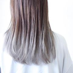ホワイトシルバー シルバーグレージュ シルバー シルバーグレイ ヘアスタイルや髪型の写真・画像