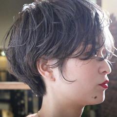 オフィス ショート 小顔 アンニュイほつれヘア ヘアスタイルや髪型の写真・画像