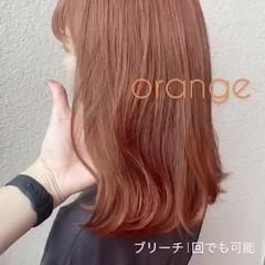 ミディアム ウルフカット アプリコットオレンジ 切りっぱなしボブ ヘアスタイルや髪型の写真・画像