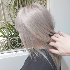 セミロング ホワイトカラー ホワイトアッシュ ホワイト ヘアスタイルや髪型の写真・画像