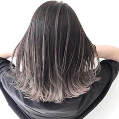 アッシュグレー エレガント シルバーアッシュ グレージュ ヘアスタイルや髪型の写真・画像