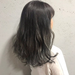 ナチュラル 透明感 アッシュ グレージュ ヘアスタイルや髪型の写真・画像