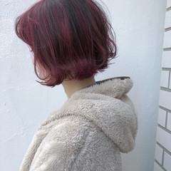 レッド ハイライト ダブルカラー ボブ ヘアスタイルや髪型の写真・画像