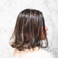 フェミニン ハイライト 3Dハイライト ミディアム ヘアスタイルや髪型の写真・画像