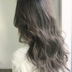 大人女子 ミルクティー アッシュ ロング ヘアスタイルや髪型の写真・画像