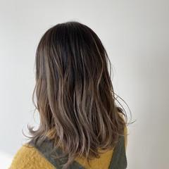 バレイヤージュ セミロング 秋冬スタイル 透明感カラー ヘアスタイルや髪型の写真・画像
