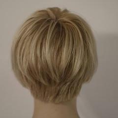 ストリート ベージュ ホワイトアッシュ くせ毛風 ヘアスタイルや髪型の写真・画像