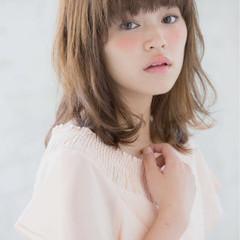 大人かわいい ミディアム レイヤーカット パーマ ヘアスタイルや髪型の写真・画像