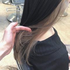 ホワイトベージュ インナーカラー ミルクティーベージュ ミルクティー ヘアスタイルや髪型の写真・画像