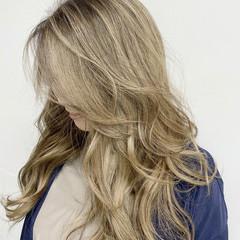 ハイライト 白髪染め ロング ナチュラル ヘアスタイルや髪型の写真・画像
