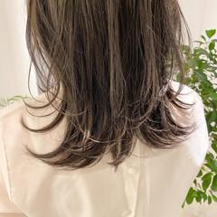 シアーベージュ ミディアム ベージュカラー オリーブベージュ ヘアスタイルや髪型の写真・画像