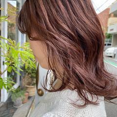 ナチュラル ピンク セミロング ピンクブラウン ヘアスタイルや髪型の写真・画像