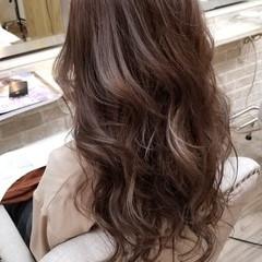 ラベンダーアッシュ エレガント アッシュグレージュ 上品 ヘアスタイルや髪型の写真・画像