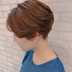ショート ガーリー ショートヘア インナーカラー ヘアスタイルや髪型の写真・画像