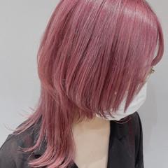 モード ウルフカット ハイトーンカラー ピンク ヘアスタイルや髪型の写真・画像