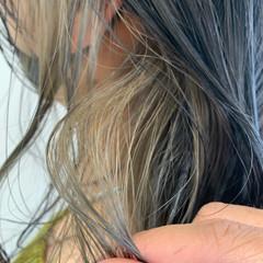 インナーカラー ホワイトハイライト ミルクティーグレージュ エレガント ヘアスタイルや髪型の写真・画像