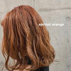 ブリーチカラー アプリコットオレンジ セミロング オレンジベージュ ヘアスタイルや髪型の写真・画像