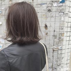 ブリーチ ストリート グレー 外ハネ ヘアスタイルや髪型の写真・画像