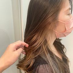 インナーカラー ナチュラル イヤリングカラー ロング ヘアスタイルや髪型の写真・画像