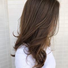 レイヤーカット フェミニン ミルクティーグレージュ スウィングレイヤー ヘアスタイルや髪型の写真・画像