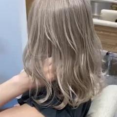 ミディアム 切りっぱなしボブ 艶髪 ハイトーンカラー ヘアスタイルや髪型の写真・画像