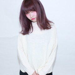 ミディアム ピンク 暗髪 ダブルカラー ヘアスタイルや髪型の写真・画像